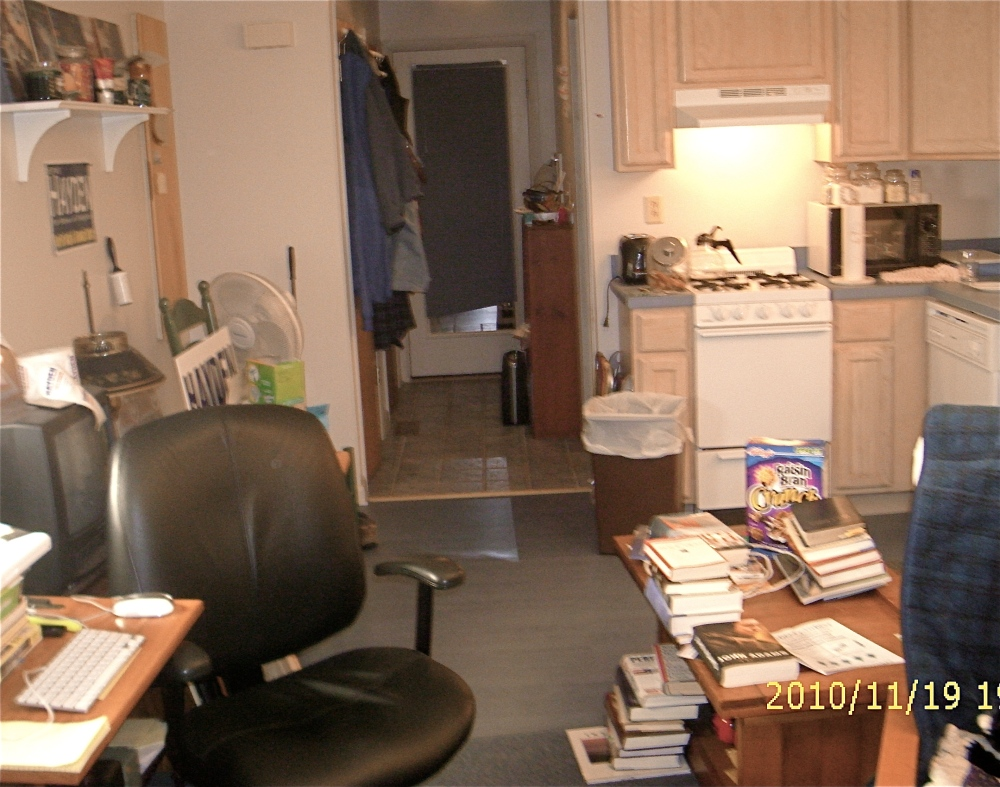 Secrets of Living Large In A Small Apartment (3/6)